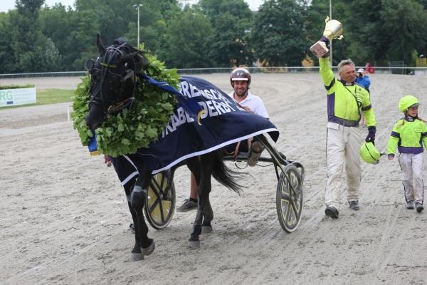 Sieger-Parade zum Österreichischen Traber-Derby 2017